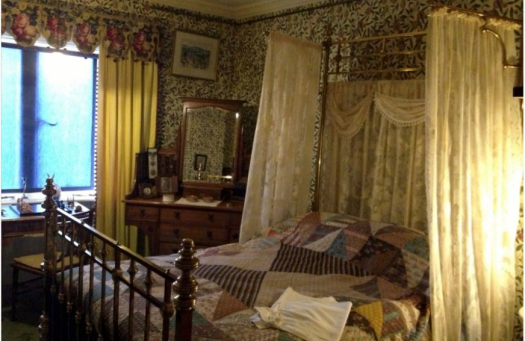 How to create a Victorian bedroom