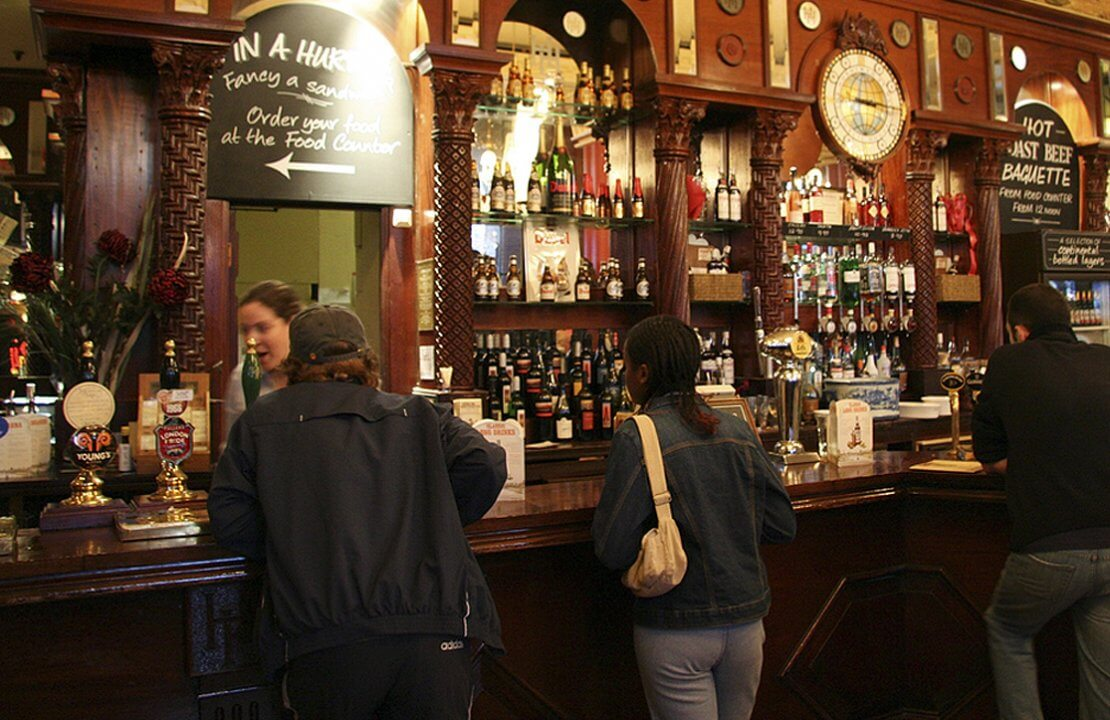 10 Essential Elements of Victorian Pub Renovation