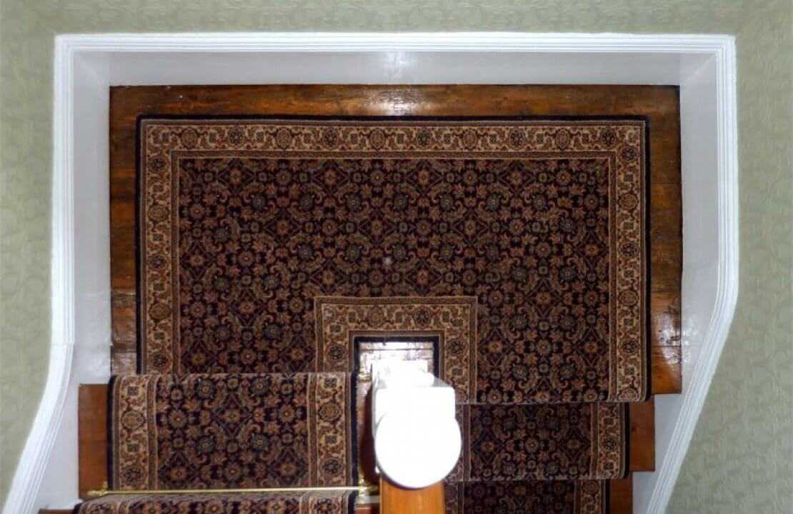 How To Install Stair Runner Carpets On Cornered Staircases