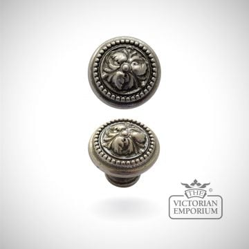Acanthus knob - choice of three sizes