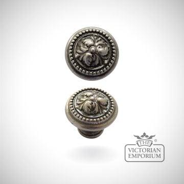 Acanthus knob - choice of three sizes