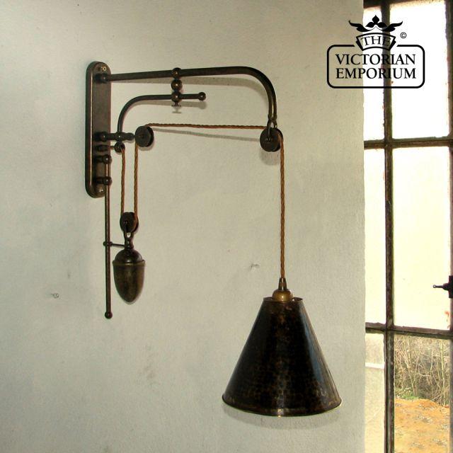 Counterbalanced wall lamp