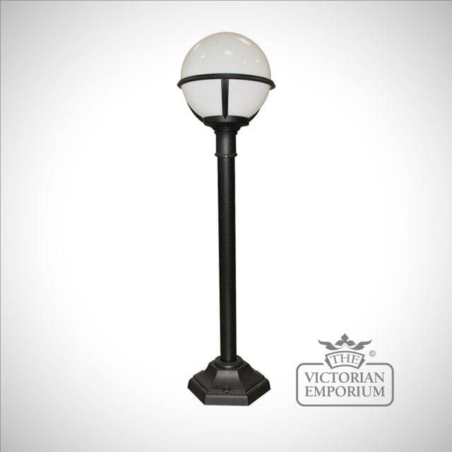 Globe short lamp post