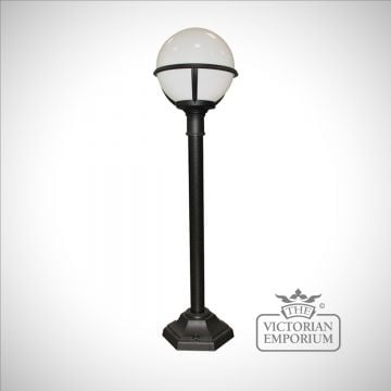 Globe short lamp post