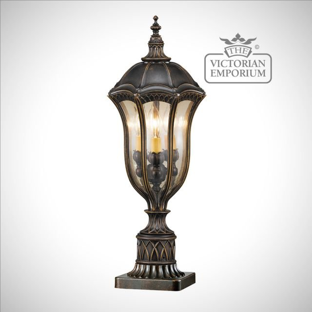 Baton medium pedestal light