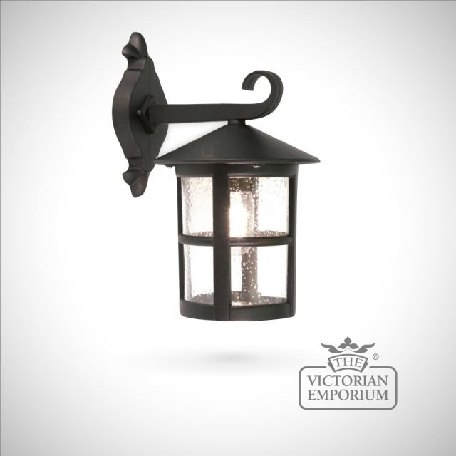Hereford plain medium wall lantern