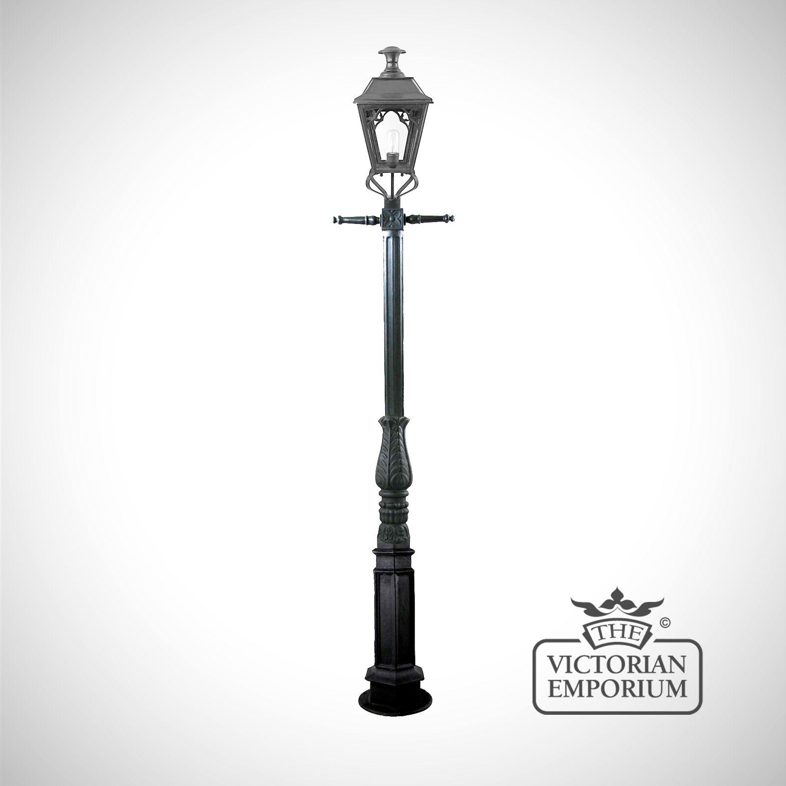 Simplistic Victorian Entrance Pillar Light: William Cast Iron Lamp Post With Medium Lantern In Black