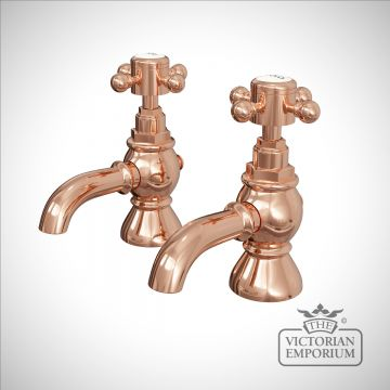 Traditional bath taps in rose gold