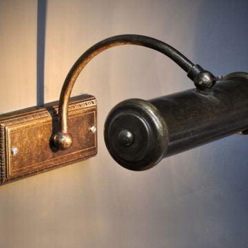Framework bracket lamp