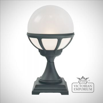 Globe pedestal lantern with decorative holder