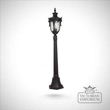Philadelphia medium lamp post with lantern in Black